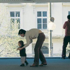 Teaching to walk: i primi passi di un bimbo diventano arte con la Fondazione Trussardi