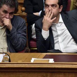 Grecia, il Parlamento approva il piano concordato con l'Europa ma Syriza si spacca