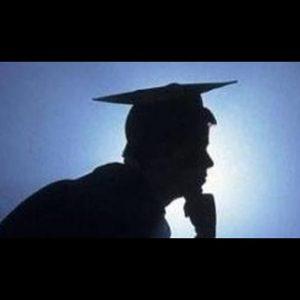 POLETTI E MERKEL, due opposte visioni su studio e lavoro: laurearsi in fretta o laurearsi bene?
