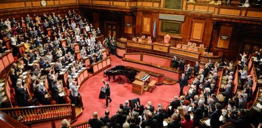 Governo fiducia alla camera oggi in senato firstonline for Oggi alla camera