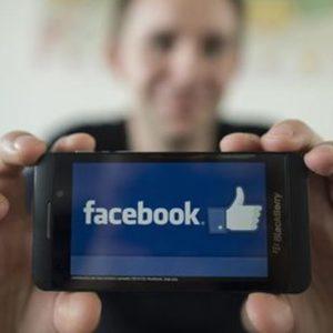 """Facebook """"bucato"""": in vendita i messaggi privati di 81mila utenti"""