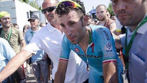 Clamoroso alla Vuelta: Vincenzo Nibali espulso