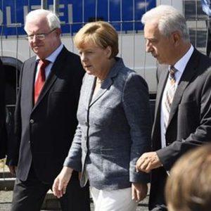 """Merkel: """"Vergognoso attaccare i profughi"""". Ungheria verso l'uso dell'esercito"""