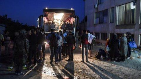 Migranti, tragedie senza fine: centinaia di morti fra Austria e Mediterraneo