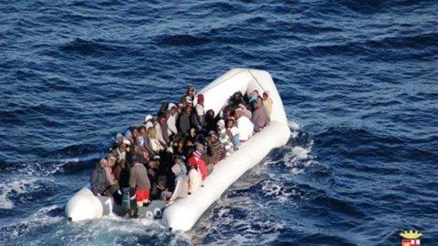 Migranti: 239 dispersi in due naufragi