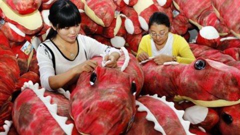 Il premier cinese promette: basta svalutazioni, ma restano dubbi sulla crescita del Dragone