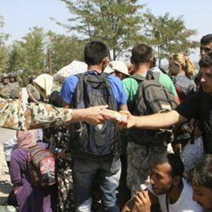 Migranti, caos a Calais e in Grecia
