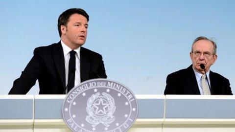 """Def, l'Italia cresce di più: Pil 2015 allo 0,9%. Renzi: """"Abbiamo svoltato"""""""
