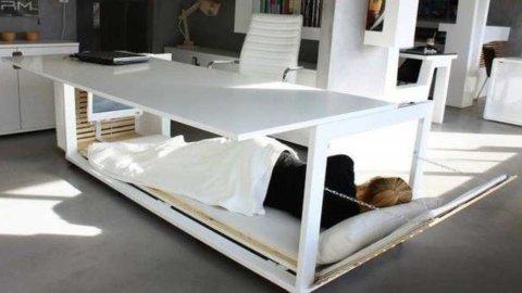 Dormire in ufficio? Ora si può: ecco la scrivania-letto