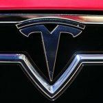 Tesla in caduta libera affonda il Nasdaq
