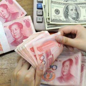 Cina, yuan-dollaro ai minimi dal 2011