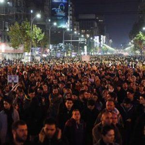 Bucarest: cade il governo per le polemiche sul rogo in discoteca