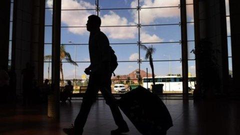 Sharm el-Sheikh nel caos: turisti bloccati in aeroporto e Putin sospende tutti i voli russi