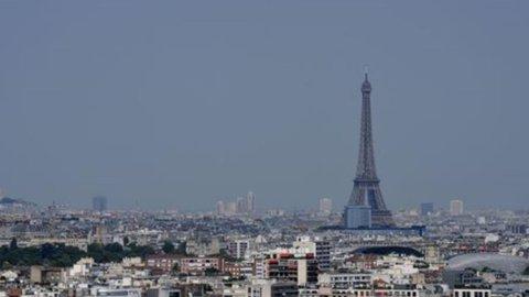 Attentati Parigi: Ferragamo, Prada, Moncler i marchi del lusso più esposti al calo del travel retail