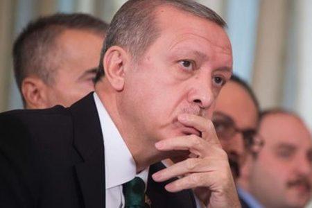 Erdogan minaccia: mandiamo in Europa milioni di profughi se Ue critica