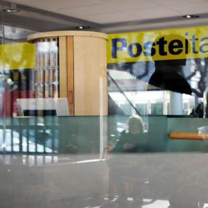 Poste, contratto collettivo rinnovato: 103 euro in più e previdenza integrativa