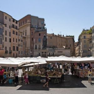 Roma, autogol grillini: no alla Metro C, sì ai clan degli ambulanti