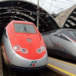 Partenze natalizie: le offerte per risparmiare su treni, pullman e aerei