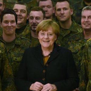 """Angela Merkel """"persona dell'anno"""" per il Time"""