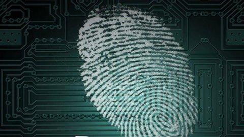 Dallo smartphone alle impronte: così i nuovi controlli sul lavoro nel rispetto della privacy