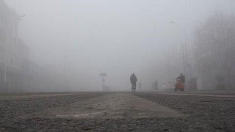 Smog, auto e moto: da lunedì a mercoledì blocco totale a Milano e targhe alterne il 28 e 29 a Roma