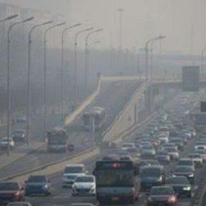 Il Governo sull'emergenza smog: due gradi in meno di riscaldamento e auto a 30 km/h