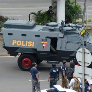 Terrorismo, Giacarta sotto attacco: 7 morti