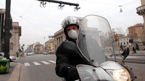 Allarme smog, l'Italia si ferma: niente auto a Roma, Milano e Napoli