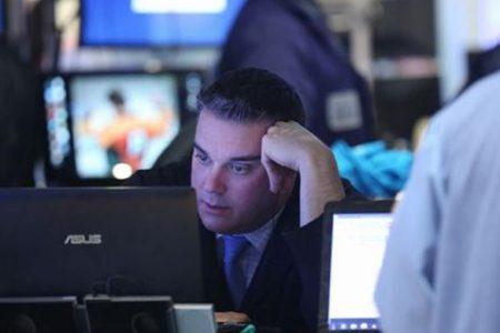 Lo spread allarma, Borse e petrolio ko, Apple travolge il Nasdaq