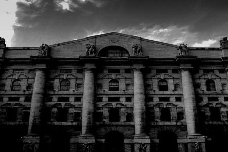 Venerdì nero per le banche in Borsa e lo spread sfonda quota 160