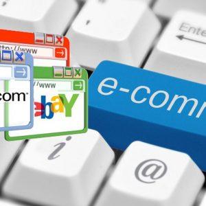 Natale, comincia lo shopping: sempre più donne usano l'online
