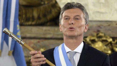 Sos Argentina, crolla il peso e i tassi volano al 40%