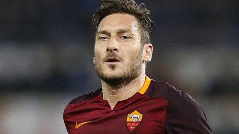 Lazio-Roma, derby nell'Olimpico semivuoto: è l'ultimo di Totti