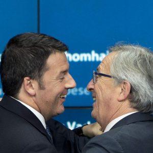 """Juncker-Renzi, disgelo su flessibilità: """"L'austerità è stupida"""""""
