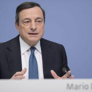 Bce, Draghi non cambia tassi e Qe ma abbassa stime su Pil