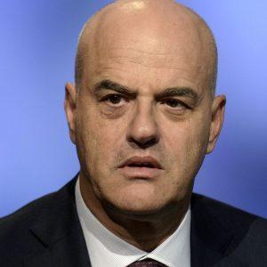 Tangenti, depistaggi per proteggere Descalzi: bufera sui legali Eni