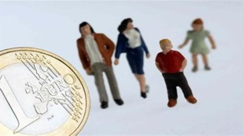 Famiglie italiane: il reddito disponibile è fermo da 20 anni
