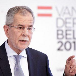 Austria, vince il verde Van der Bellen