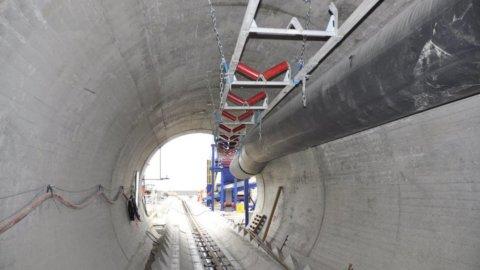 Terna, Renzi inaugura il nuovo ponte elettrico da record tra Sicilia e Calabria