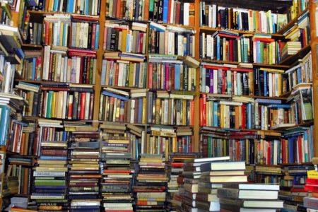 Librerie chiuse e per i libri scatta la consegna a domicilio