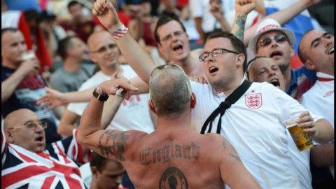 Guerriglia a Euro 2016, hooligans scatenati