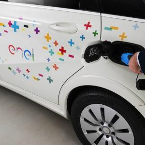 Auto elettrica: Enel lancia la sfida con 12 mila colonnine di ricarica