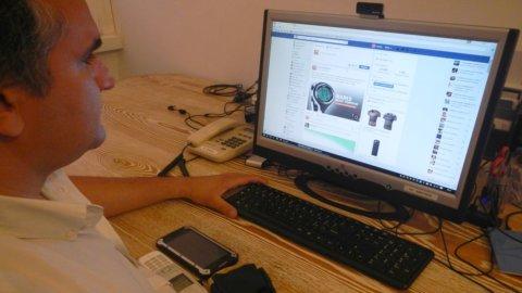 Lavoro, Cassazione: giusto licenziare chi sta troppo su Facebook