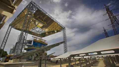 Elettricità con sole e sabbia: al via il primo impianto A2A-Magaldi
