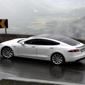 Tesla: primo incidente mortale col pilota automatico