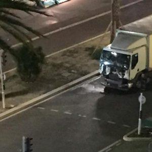 Strage a Nizza: camion sulla folla, 84 morti. L'ombra del terrorismo
