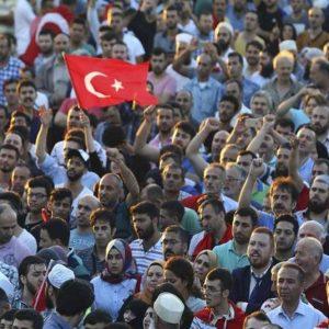 Turchia: i dubbi Ue su golpe. Maxi-purghe: 8.777 poliziotti licenziati