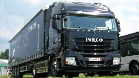 Ue, maxi-multa al cartello dei camion: 494 milioni per Iveco
