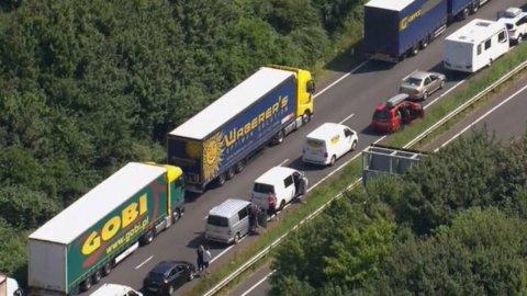 Controlli terrorismo, caos a Dover