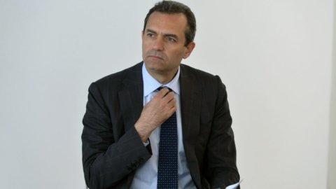 Reddito di cittadinanza a Napoli: De Magistris lo fa pagare ai più deboli